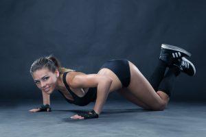 упражнения на плечи дома для девушек