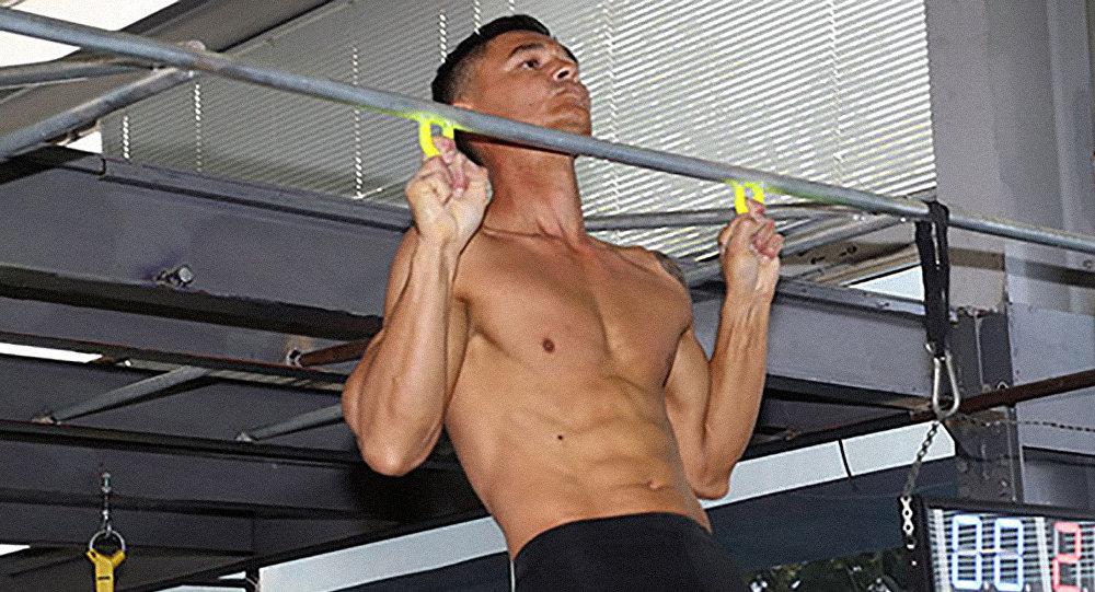 как накачать мышцы рук мужчине