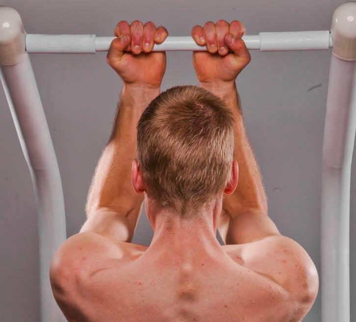 Как накачать широкие плечи в домашних условиях