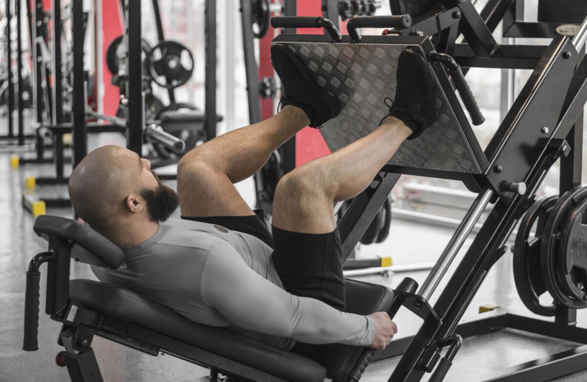 Упражнение жим ногами