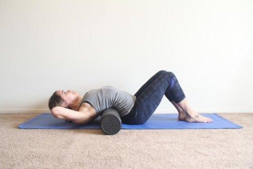 Комплекс упражнений для позвоночника с использованием валика