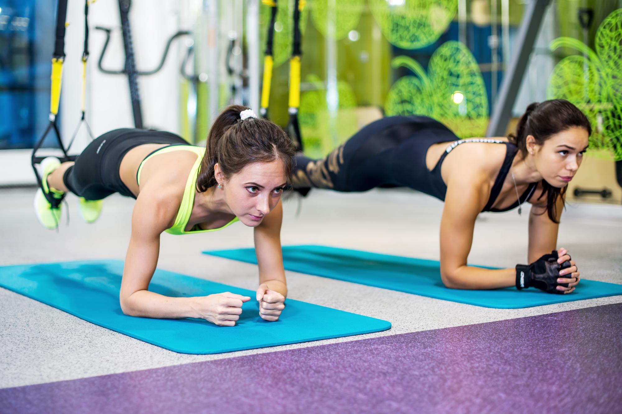 какие упражнения делать в зале