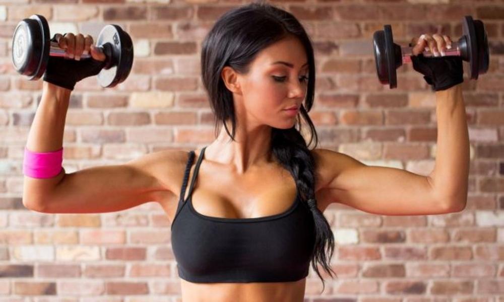 накачать мышцы рук девушке в домашних условиях